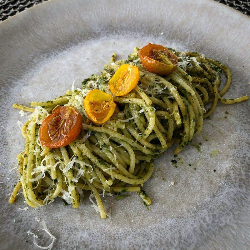 Pasta med pesto - Recept på lättlagad och god middag. Självklart ska du även göra din egna pesto!