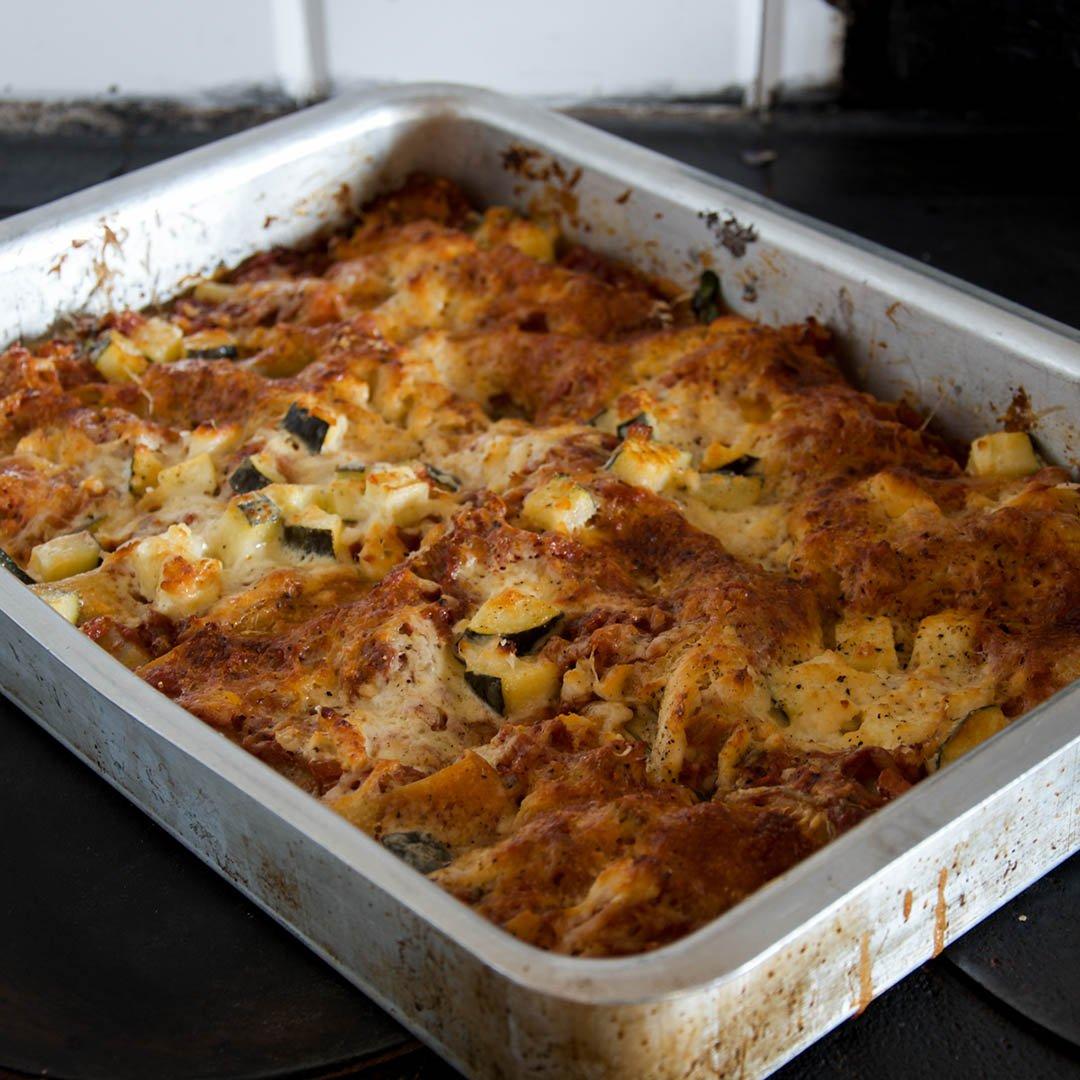 Vegetarisk lasagne med zucchini och spenat kan jag lova är den godaste lasagnen du ätitpå länge. En god lasagne behöver inte alltid innehålla kött.