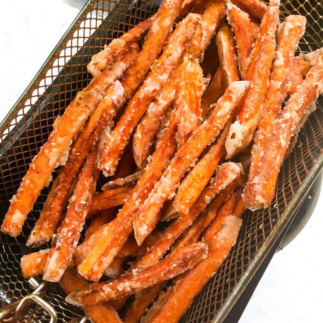 Friterad sötpotatis pommes - Recept som du kommer älska.