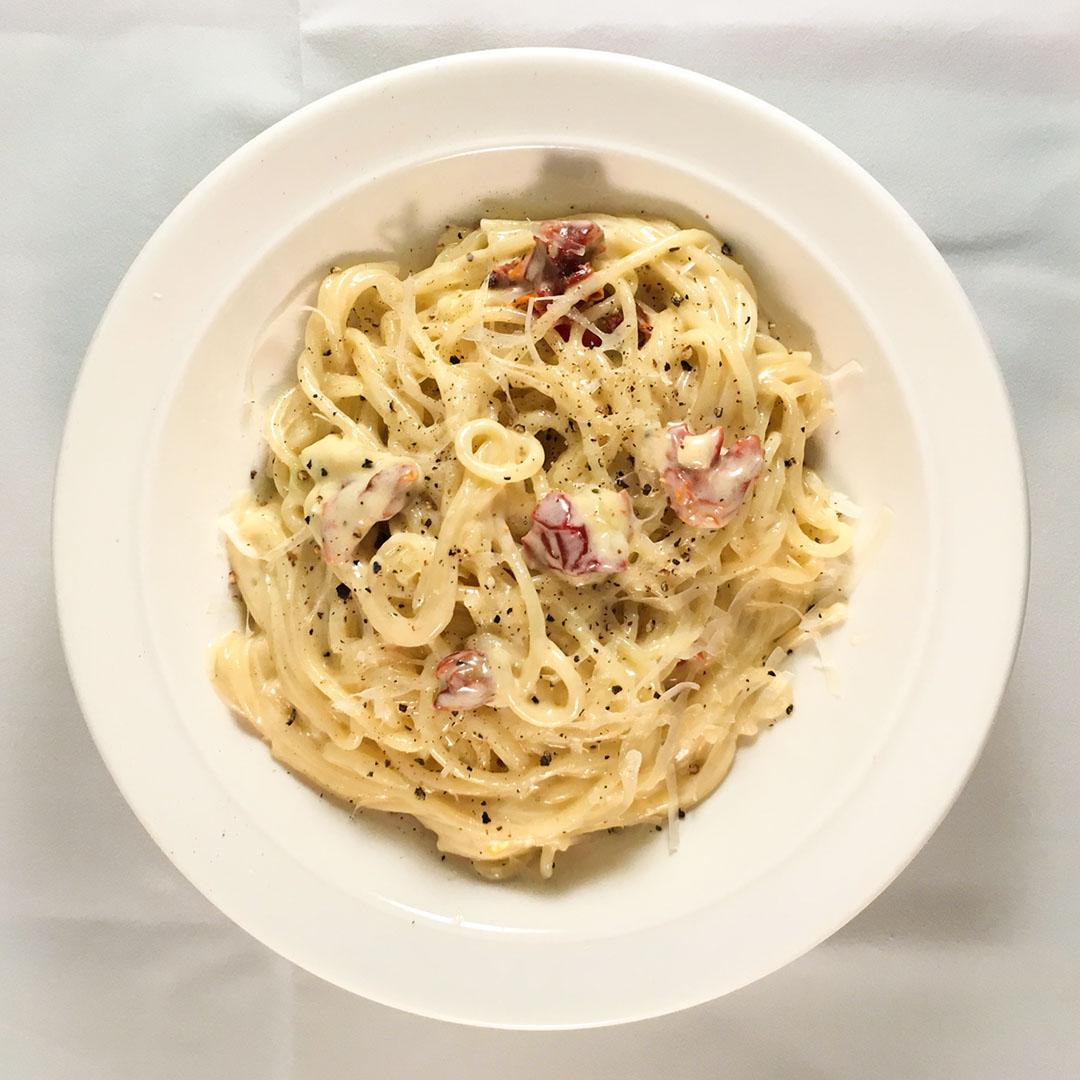 Pasta i krämig gräddost sås - Recept på snabblagad middag.