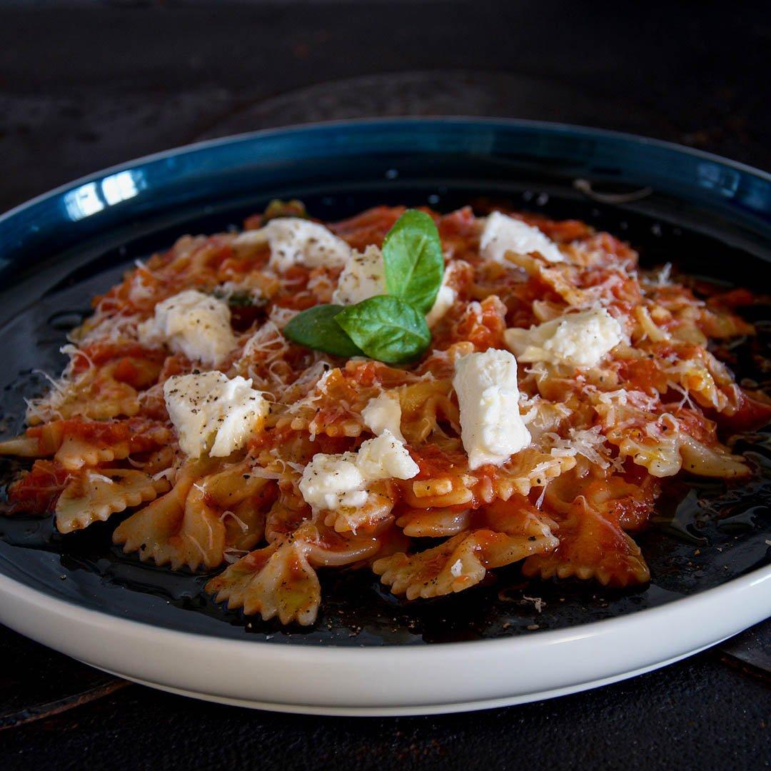 Pasta med tomatsås - Recept på snabblagad middag.