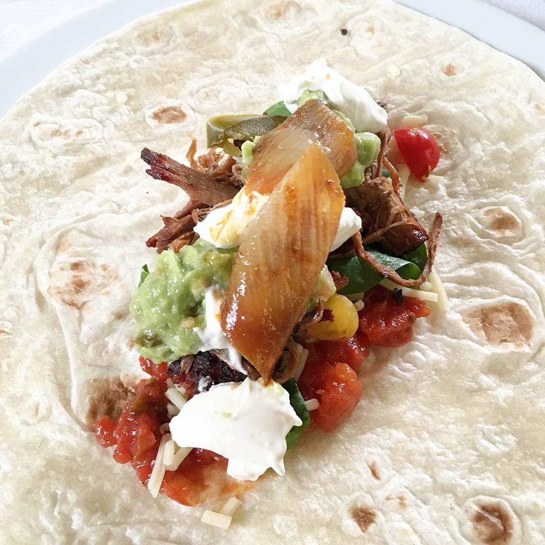 Pulled beef taco med goda tillbehör.