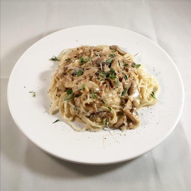Krämig pasta med karljohan och parmesan.