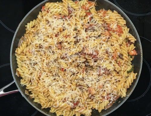 Spaghetti Alla Puttanesca med sidfläsk