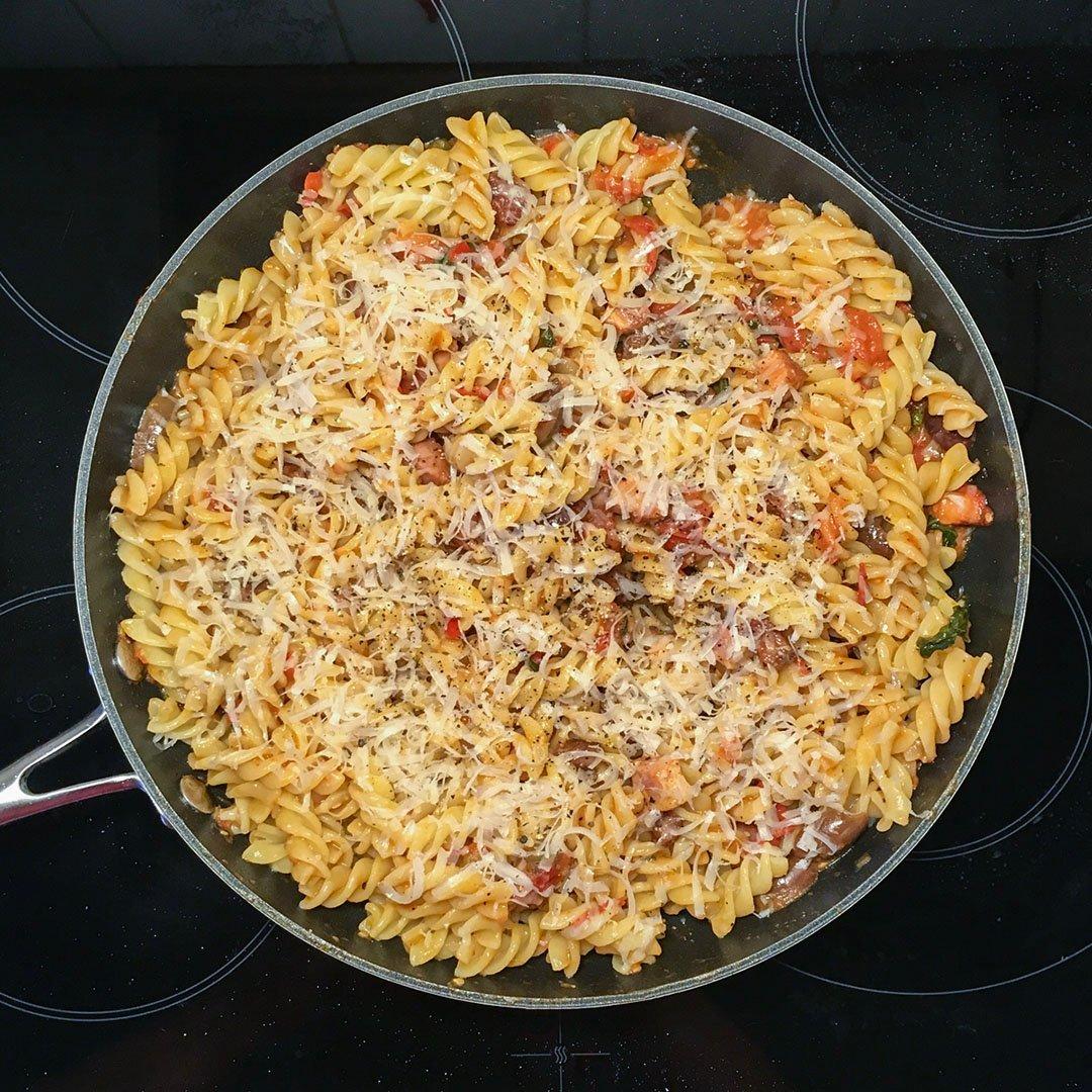 Spaghetti Alla Puttanesca med sidfläsk.