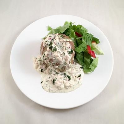 Bakad potatis med räkröra är lättlagad middag som du lyckas med.