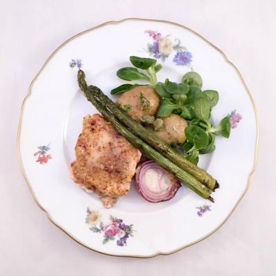 Senaps och honungsbakad lax med varm potatissallad och stekt sparris. Recept på god middag.