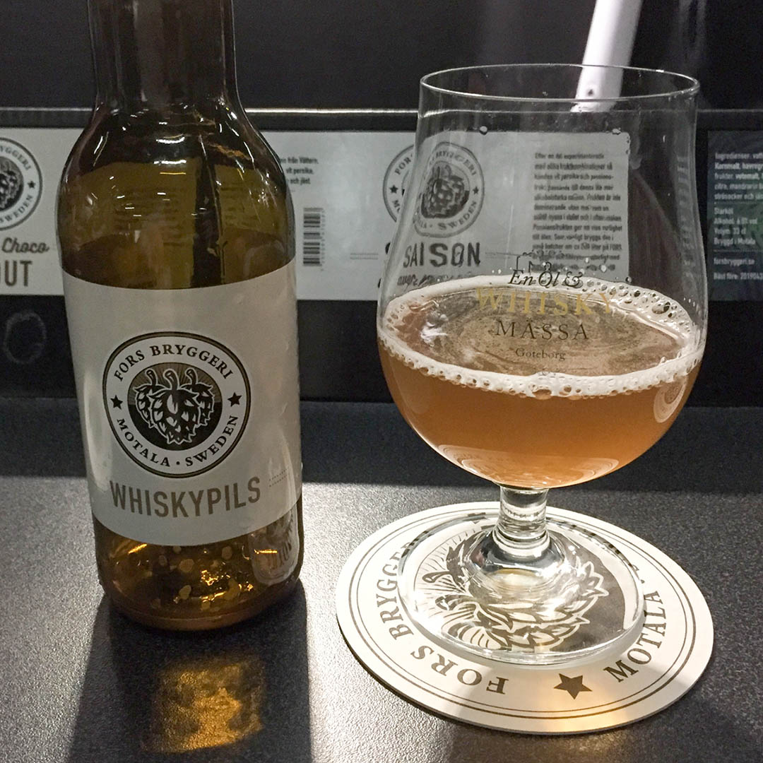 Fors Bryggeri Whisky Pilsner har lite smak av rökig whisky.