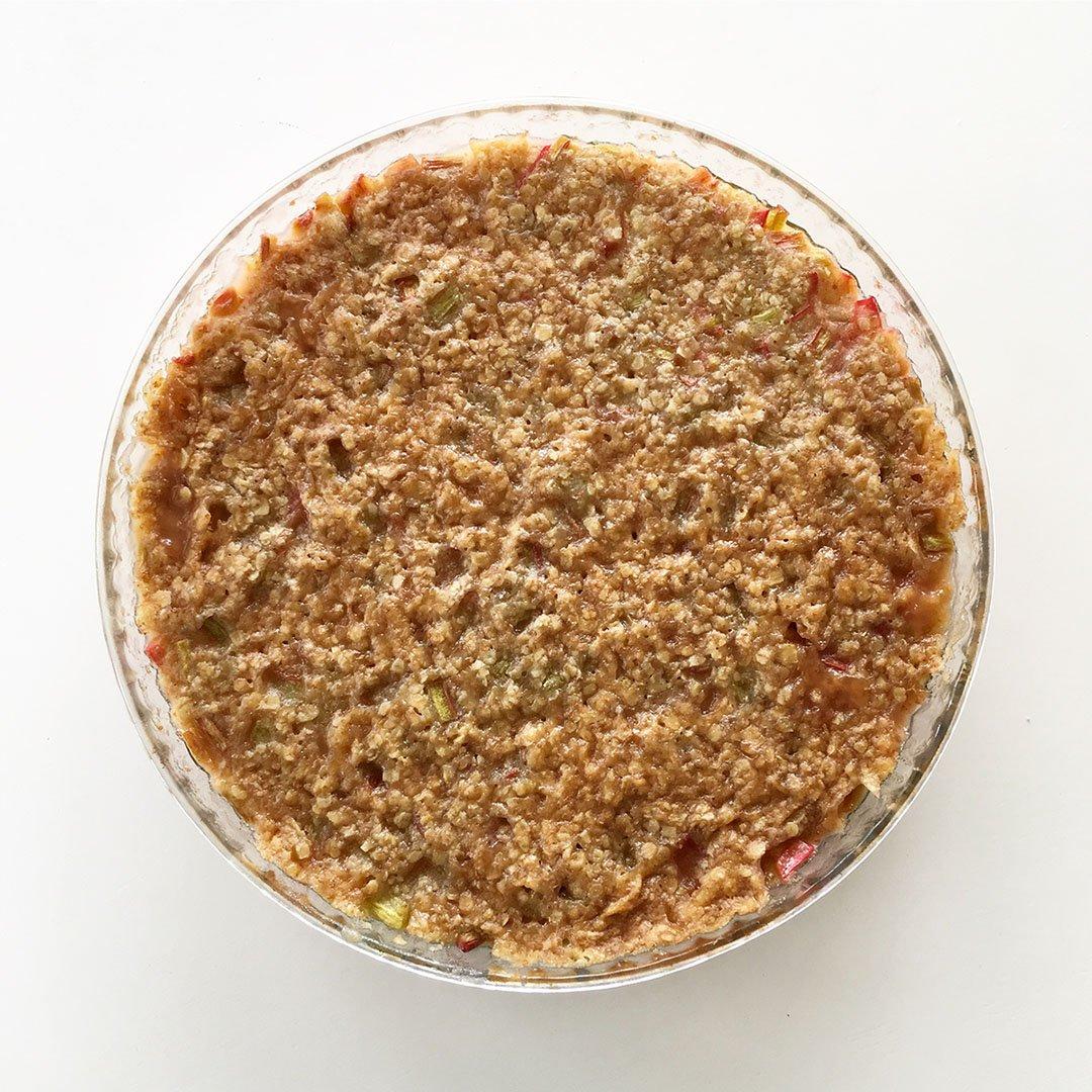 Knäckig rabarberpaj - klassiskt recept som alla älskar.