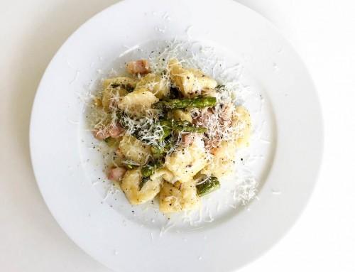 Gnocchi med sparris, sidfläsk och parmesan