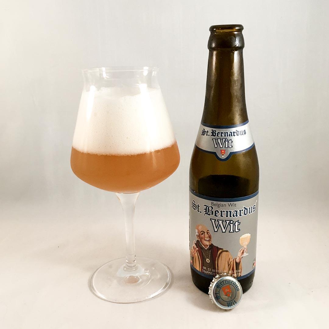 St. Bernardus Wit är en elegant, kärv och rätt komplex witbier.