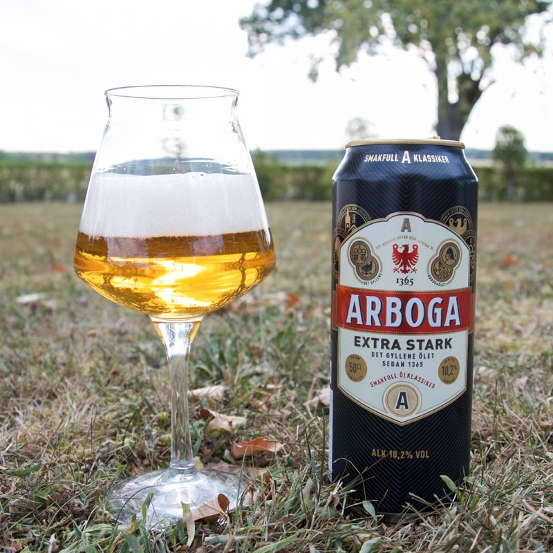 Arboga Extra Stark 10,2% smakar som en öl spetsat med nubbe. Det är bara sånghäftet med nubbevisor som saknas.