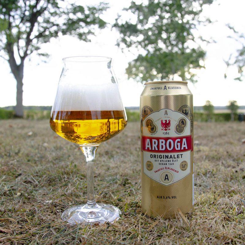 Arboga Originalet 5,6% är en balanserad öl utan större krusiduller.