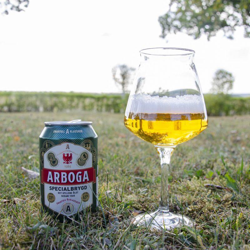 Arboga Specialbrygd 5,6% är inte en speciellt god öl. Om du nu ska dricka den, så är det till mat.
