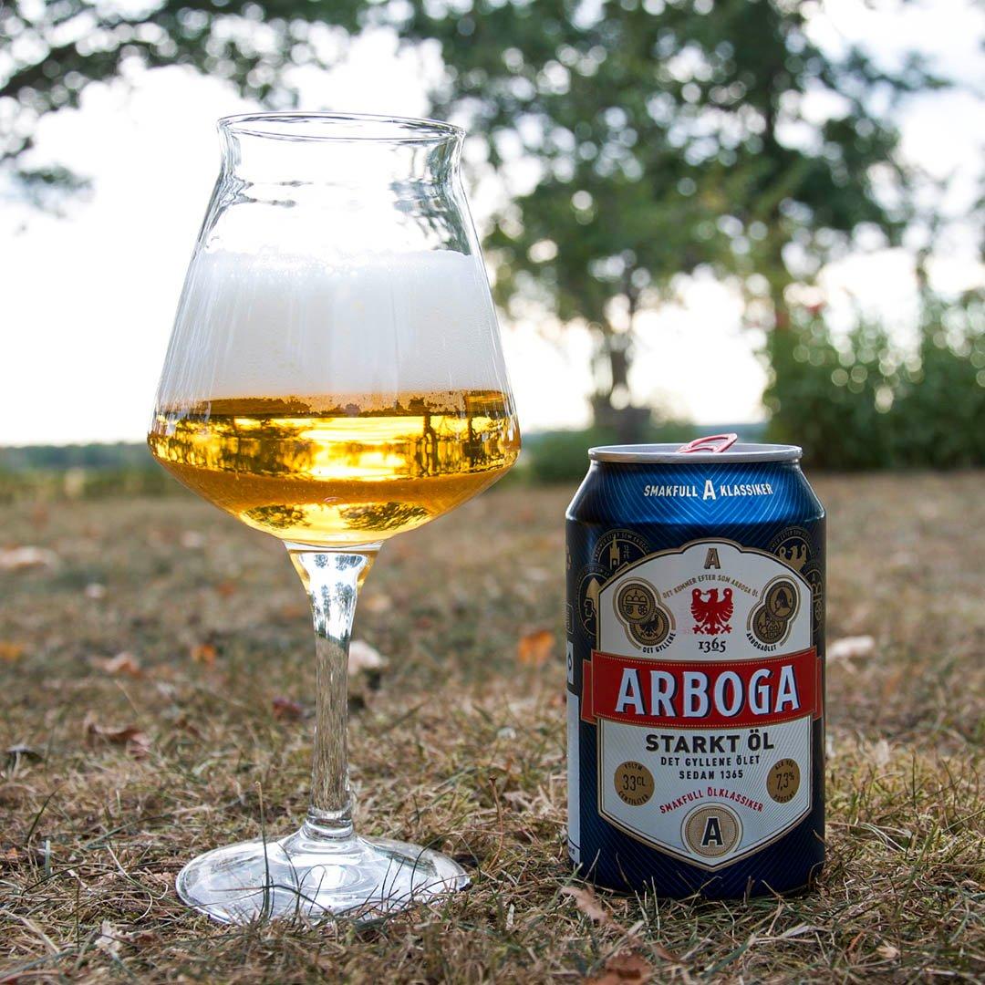 Arboga Starkt Öl 7,3% är lillebrodern till Arboga Extra Stark 10,2%. Smaken är något bättre men fortfarande oangenäm.