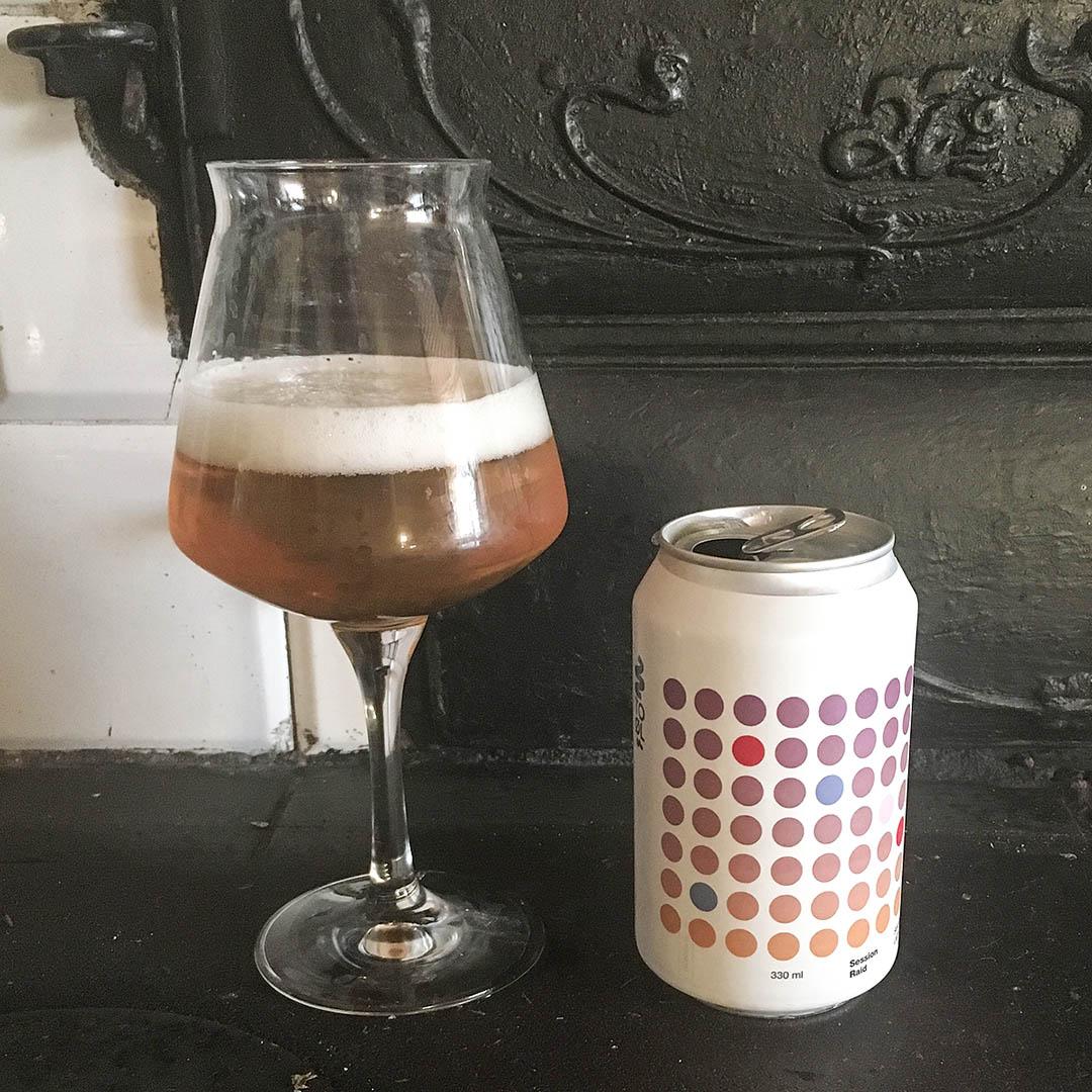 To Øl Session Raid har ingen wow-faktor över sig och är en öl i mängden.