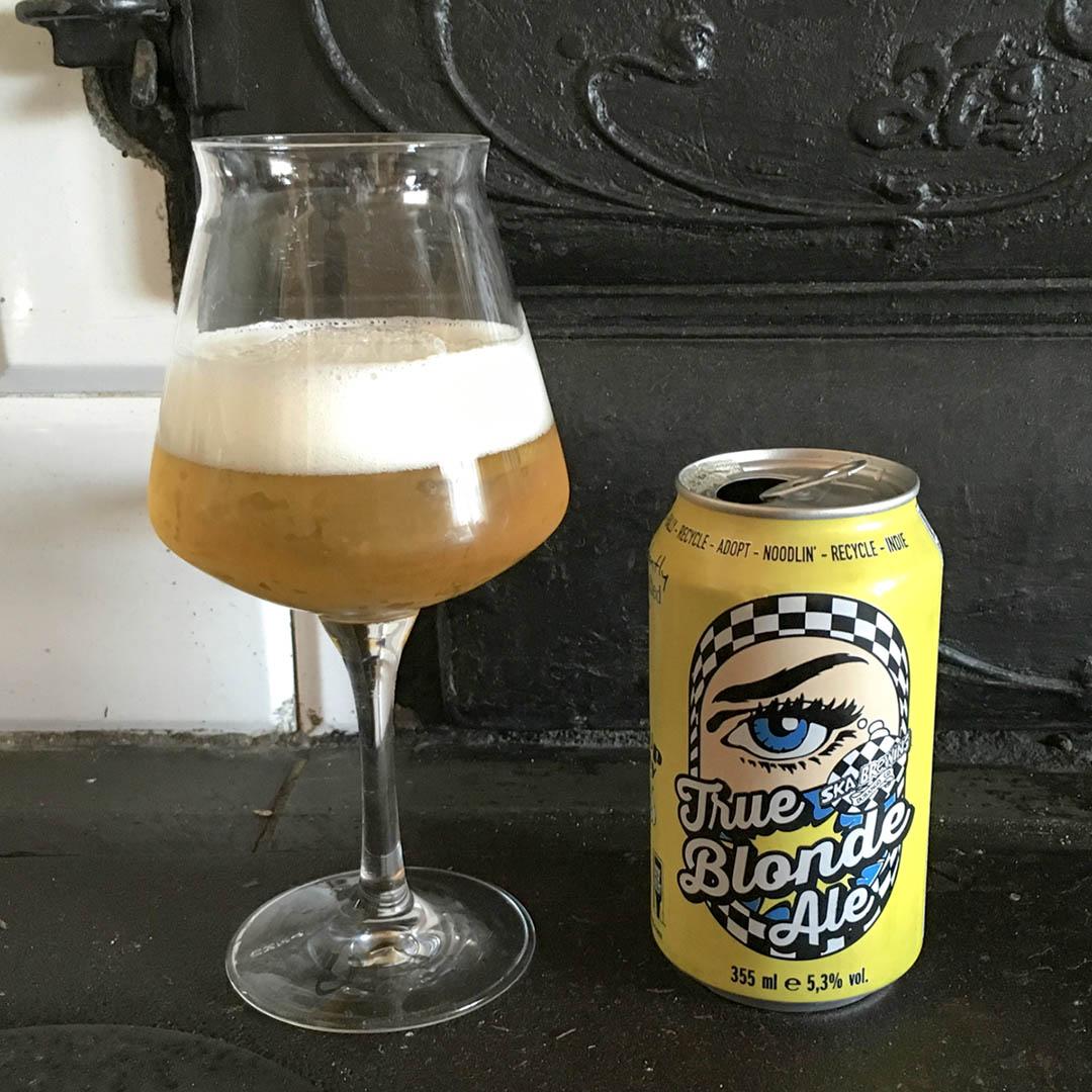 True Blonde Ale från Ska Brewing är tunn och något obalanserad i smaken.