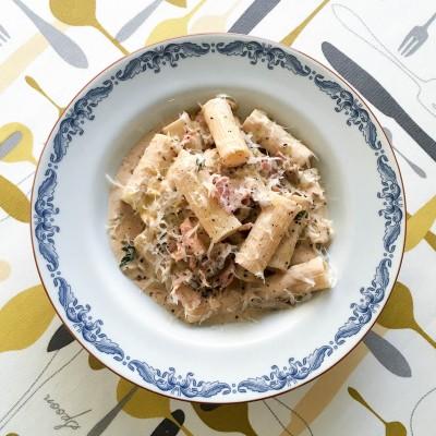 Pasta med karljohanssvamp och färskost är lättlagad middag som alla lyckas med.