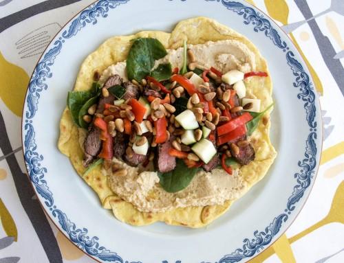 Tacos med ryggbiff och hummus samt goda tillbehör