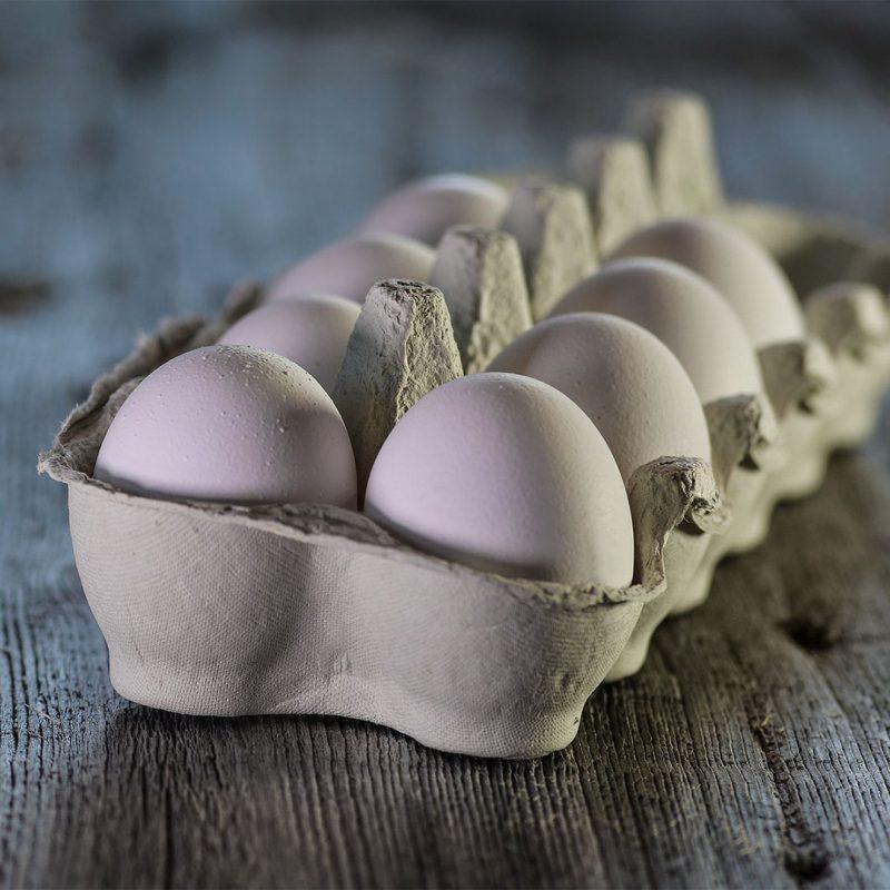 Hur vet man om ett ägg är färskt? Det kan du testa i vattenfyllt glas!