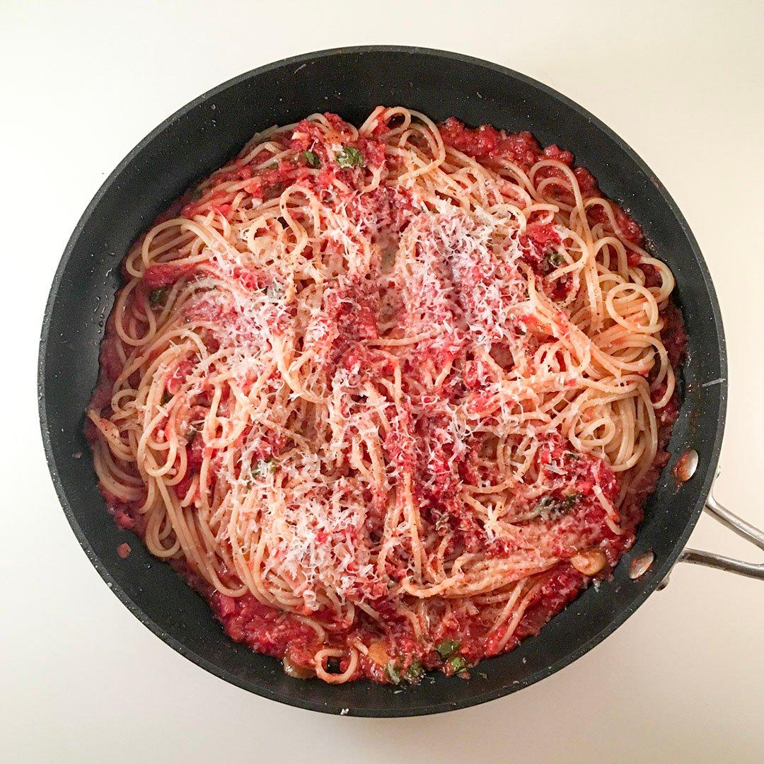 Pasta med chipotle tomatsås är recept på lättlagad middag som alla lyckas med. Förändrar den världen? Svaret är nej.