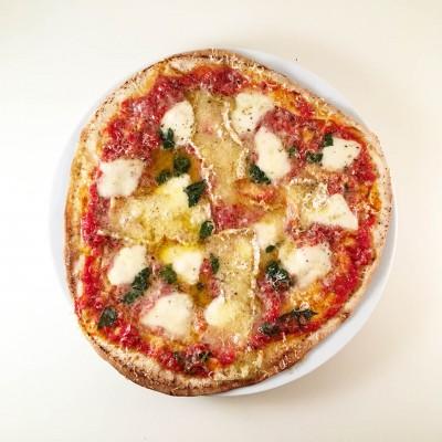 Libapizza margherita med brieosttillagar du på under 30 minuter.
