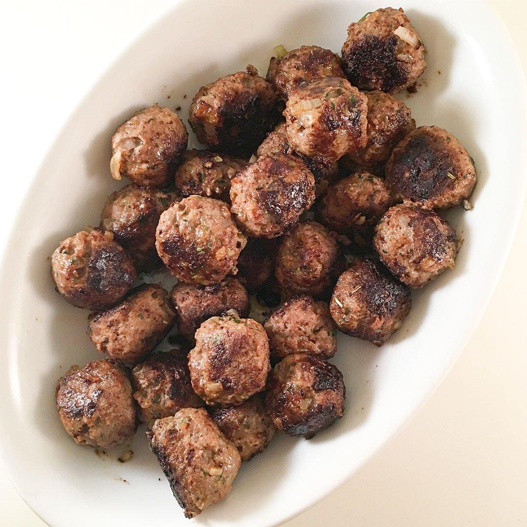 Örtiga köttbullar - recept på välsmakande köttbullar som du lyckas med.