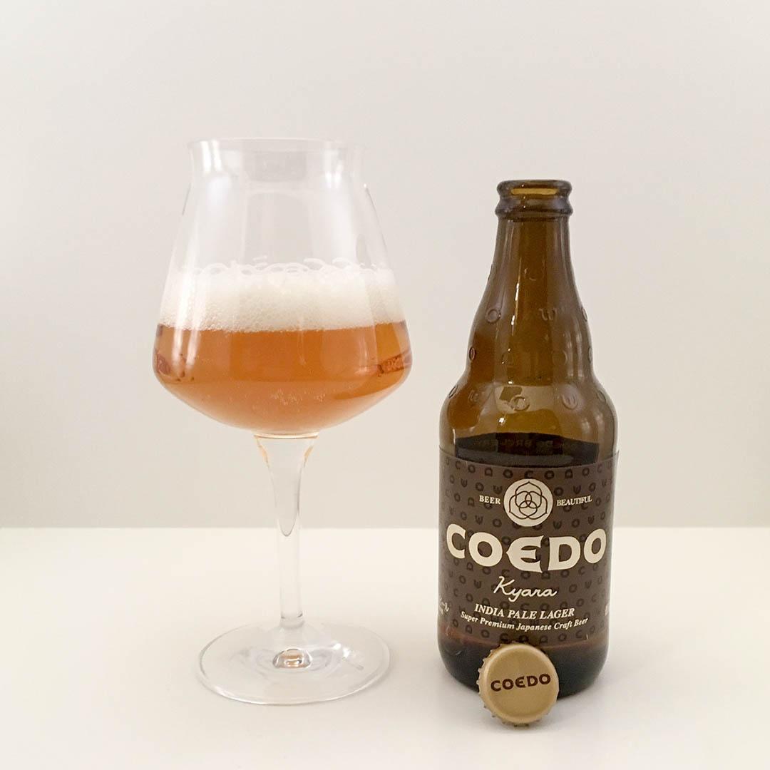 Coedo Kyara India Pale Lager har tropiska dofter och smaker. Smakar bra gör den också.