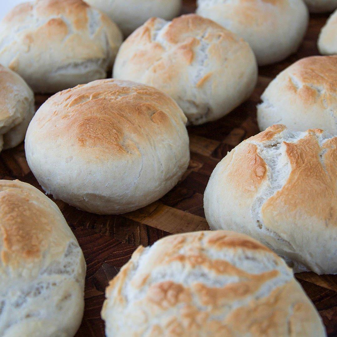 Enkla frallor - Recept på lättbakat bröd som du kommer baka många gånger.