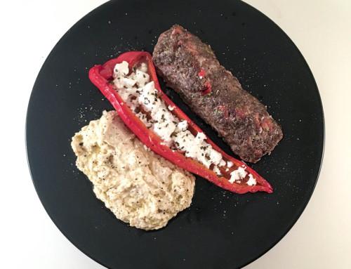 Köttfärsrulle med fetaostfylld spetspaprika och hummus