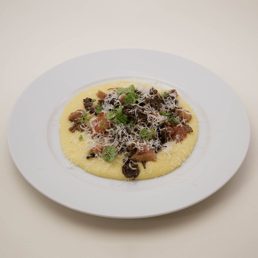 Svamp och sidfläsk med polentamos - recept på god middag.