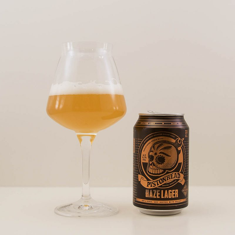 Pistonhead Haze Lager är prisvärd öl med tropisk smak och doft.