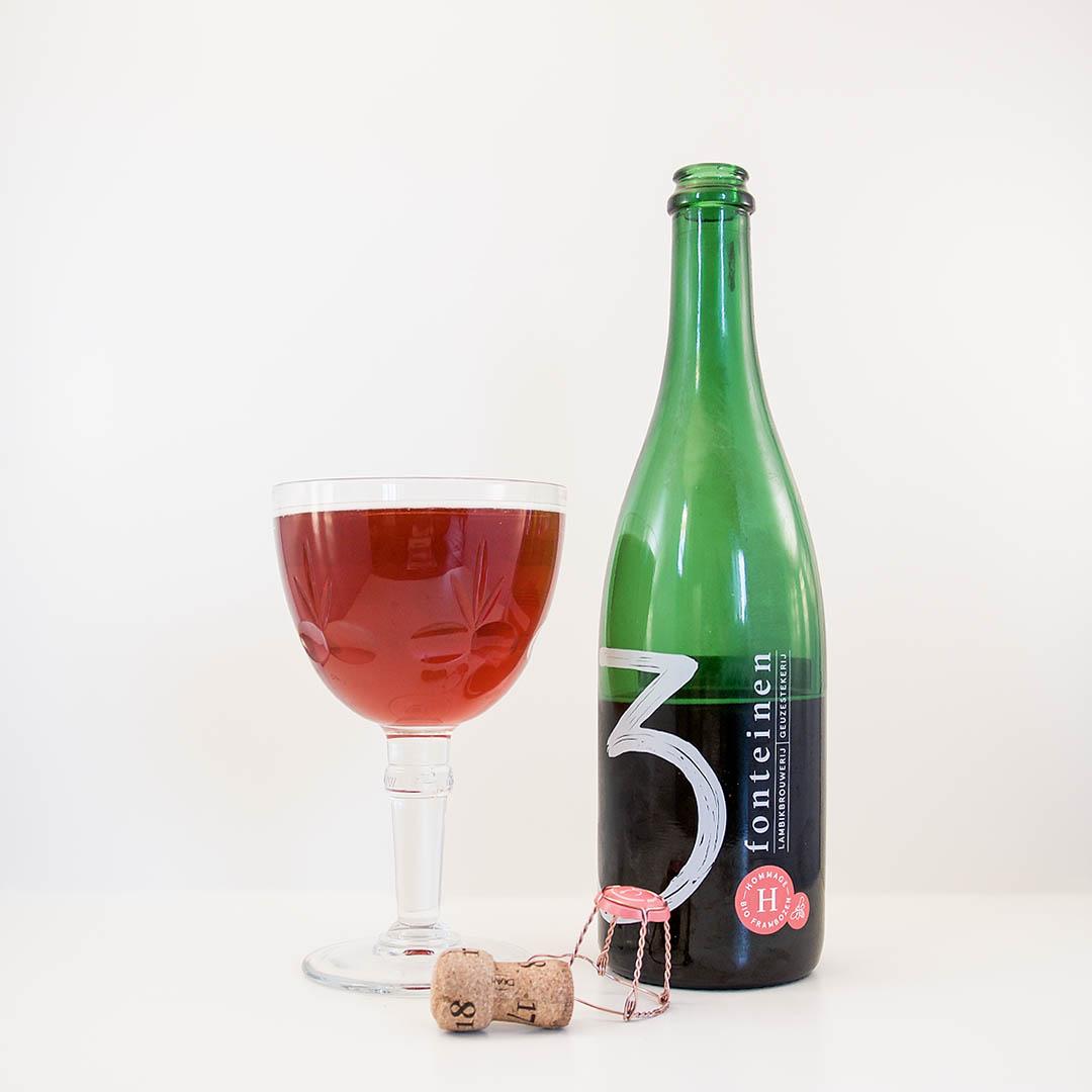 3 Fonteinen Hommage är inte prisvärd men smaken är syrligt god. Den har en relativt endimensionell smak av hallon.