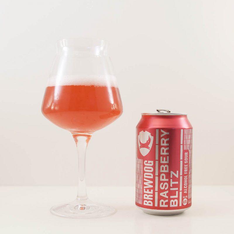 BrewDog Blitz Raspberry smakar syrlig hallonsaft. Det är en endimensionell doft och smak.