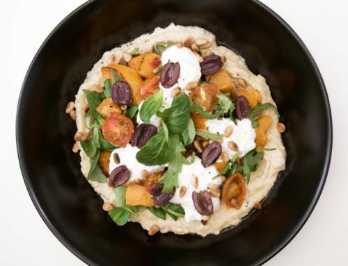 Sallad med sötpotatis, hummus och fetaostcrème