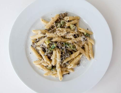 Pasta med svamp och sparris är snabblagad middag