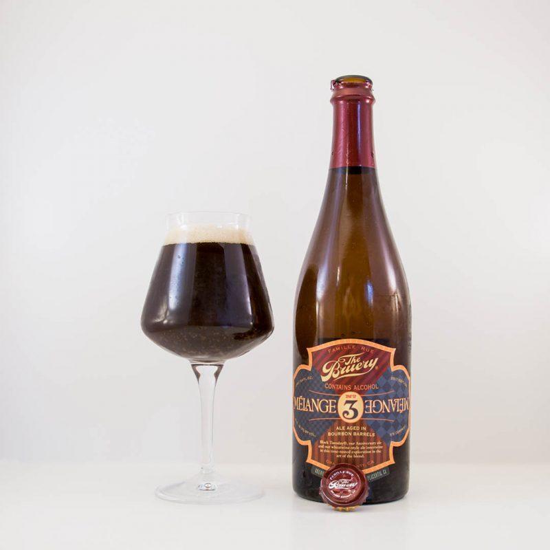 The Bruery Melange #3 har komplex och kraftfull smak med påtaglig alkoholhetta.