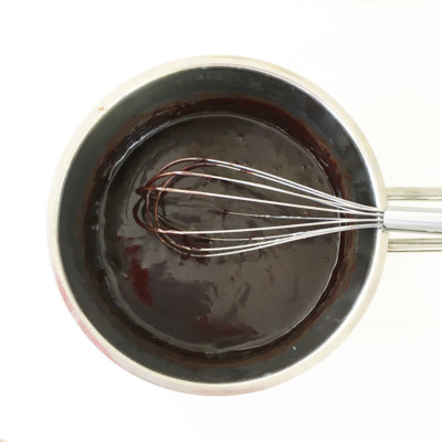 Enkel chokladsås - Recept på snabblagad chokladsås som alla lyckas med.
