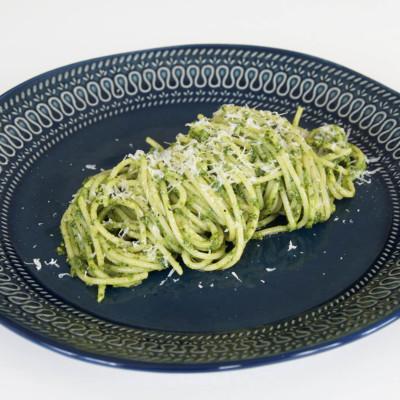 Pasta med mangoldpesto - Recept på lättlagad middag som alla lyckas med.