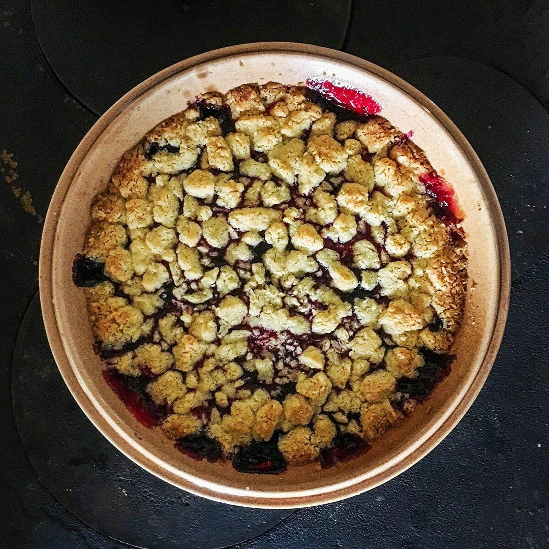 Drottningpaj - Recept på paj med hallon och blåbär. Servera med vaniljglass eller vaniljsås.