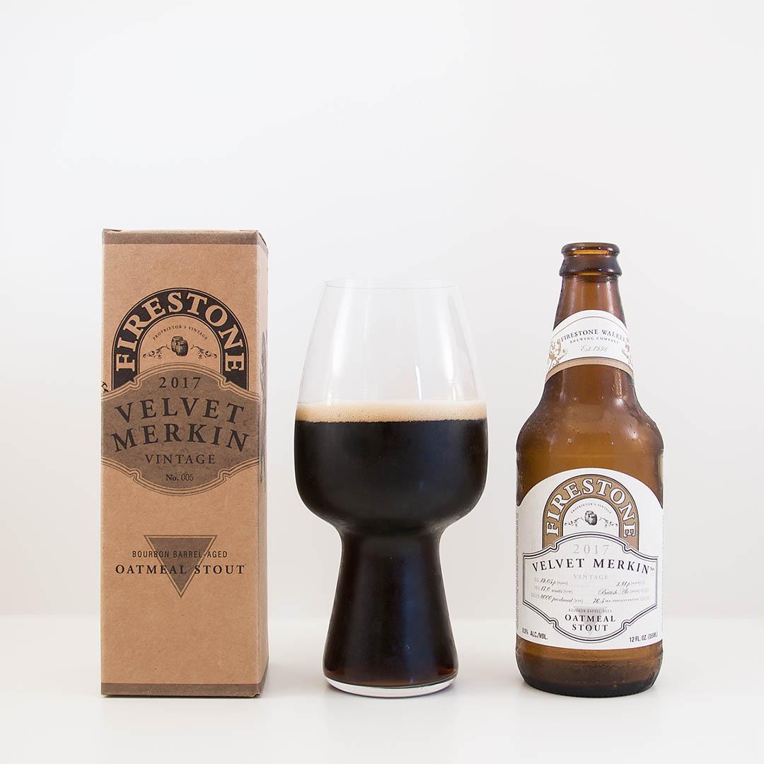 Firestone Walker Velvet Merkin har komplexa smaker av bland annat ekfatslagring, kaffe, choklad och torkad frukt.