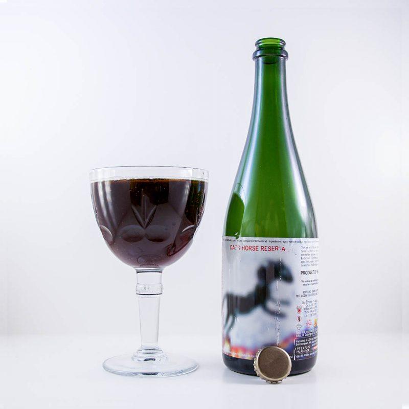 Dark Horse Reserva har lagrats på ekfat av rödvin från Bordeaux.