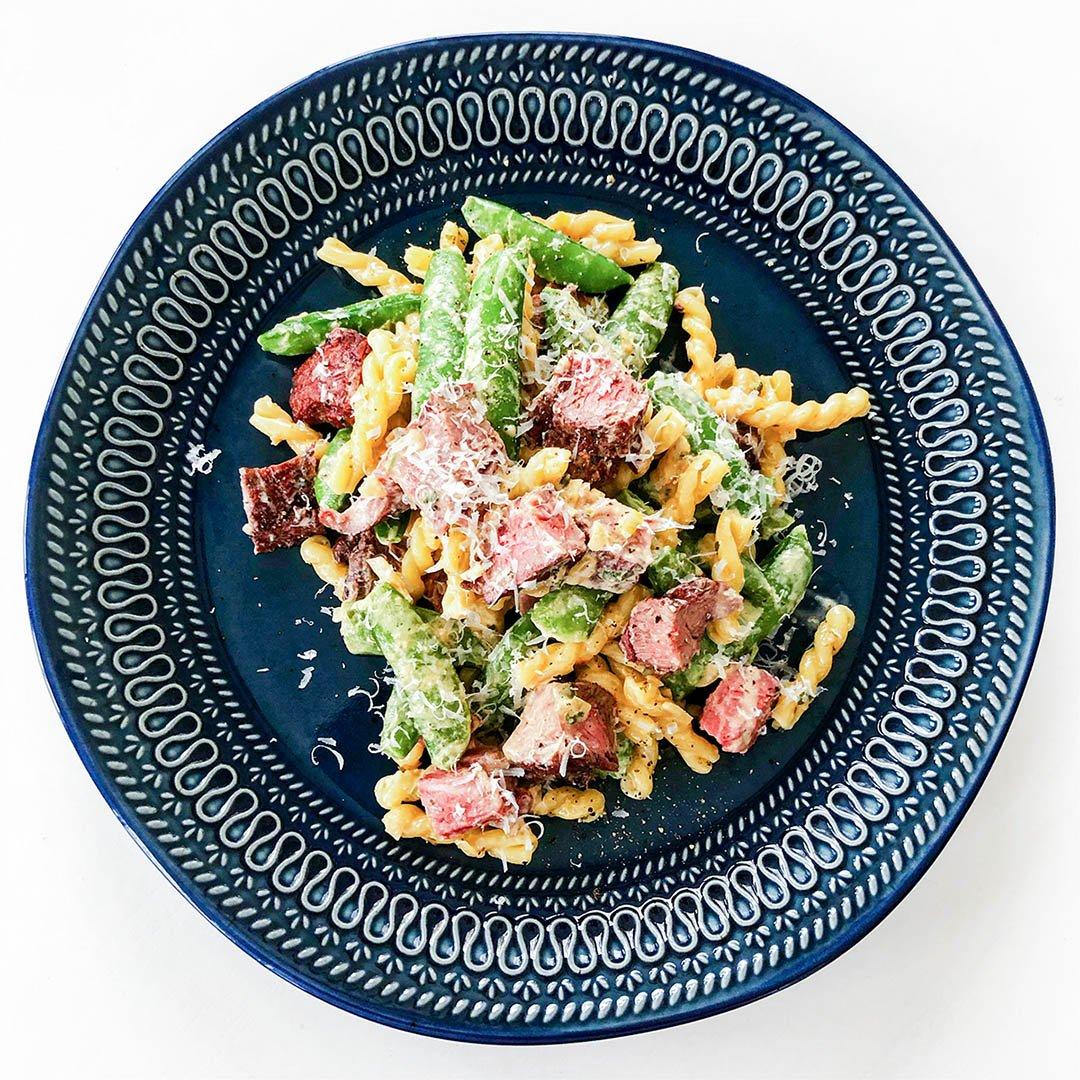 Oxfilépasta - recept på överblivet kött som går snabbt och enkelt att tillaga.