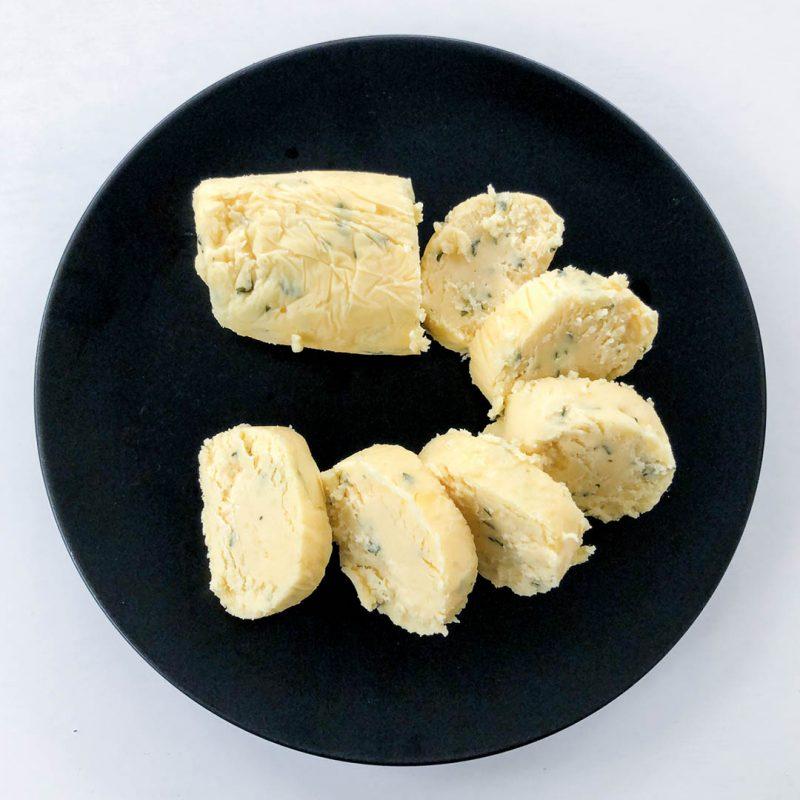 Matsmart bearnaisesås - gör beasmör av överbliven sås. Smakar som bea, fast i smörform.