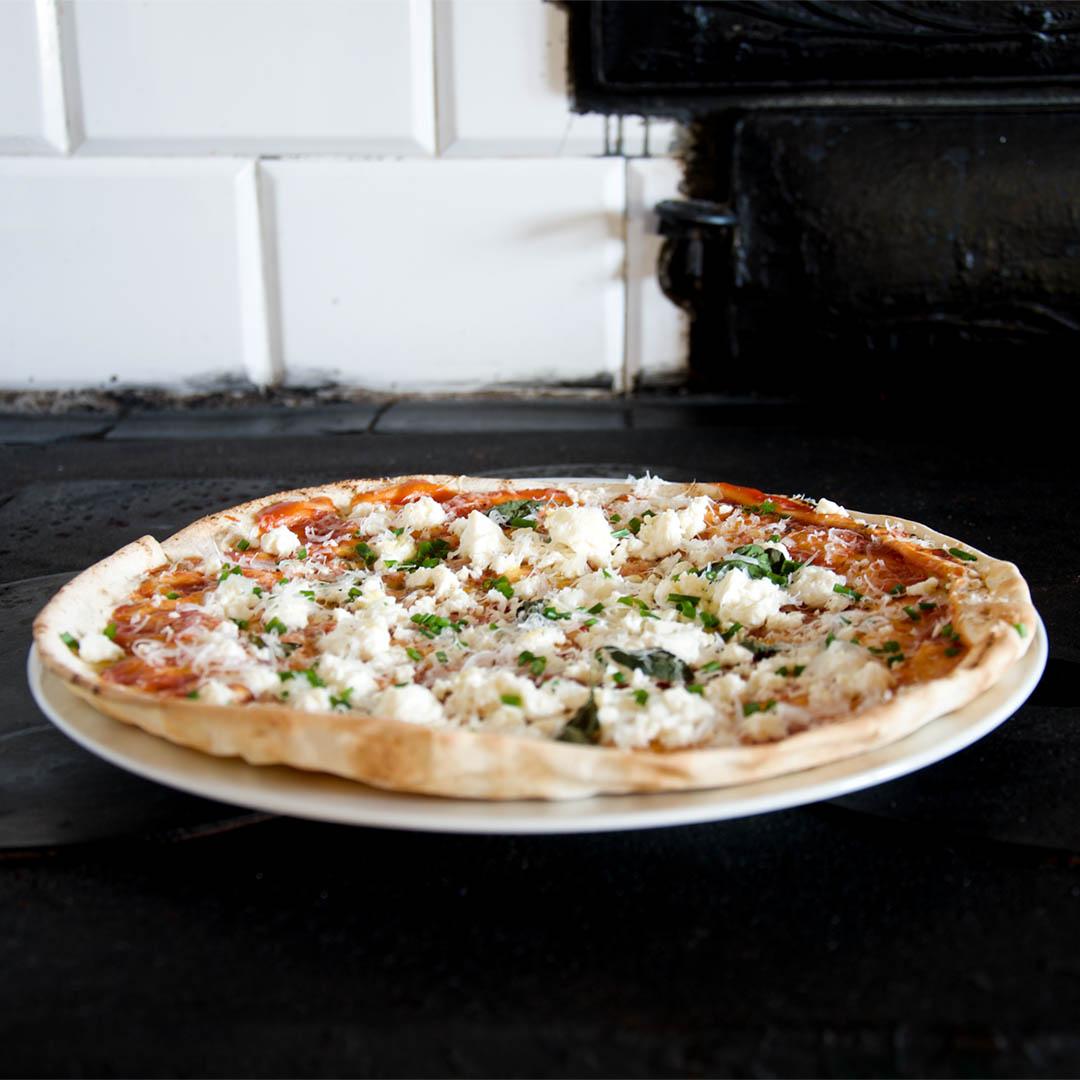 Libapizza med fetaost - Recept på lättlagad pizza. Som pizzabotten använder du libabröd.