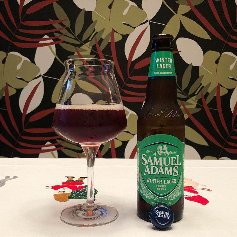Winter Lager från Samuel Adams passar främst till julmaten. Men visst kan du dricka den som sällskapsdryck också.