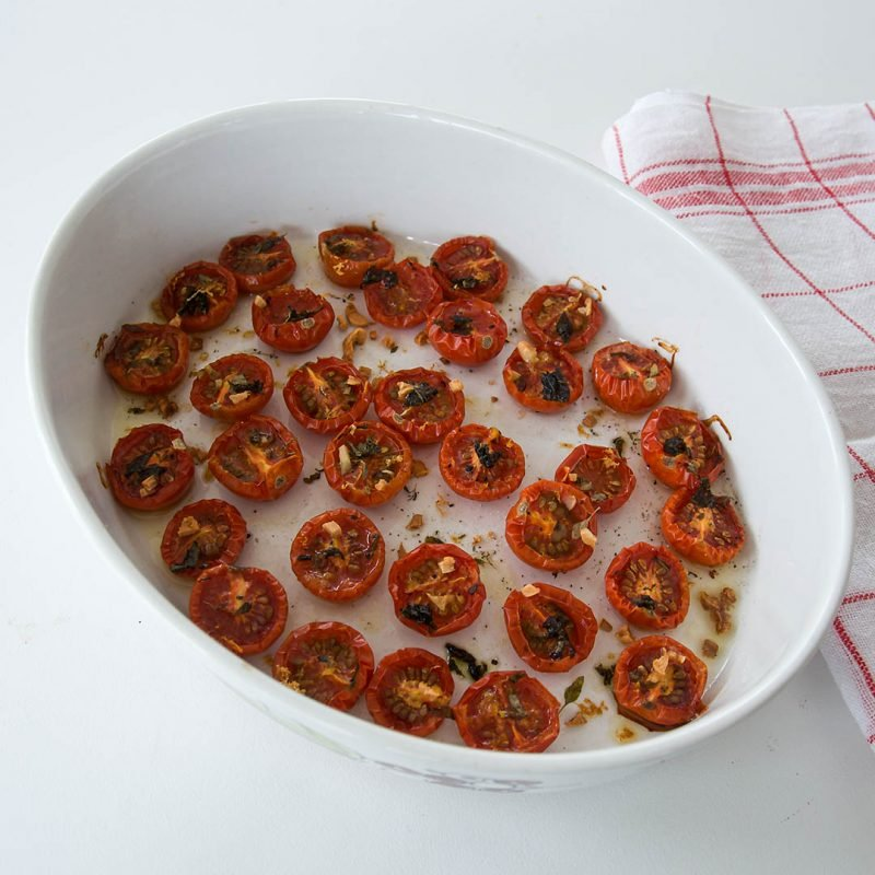 Ugnsbakade tomater - Ta tomaten till nya höjder genom att tillaga dem i ugnen på låg temperatur.