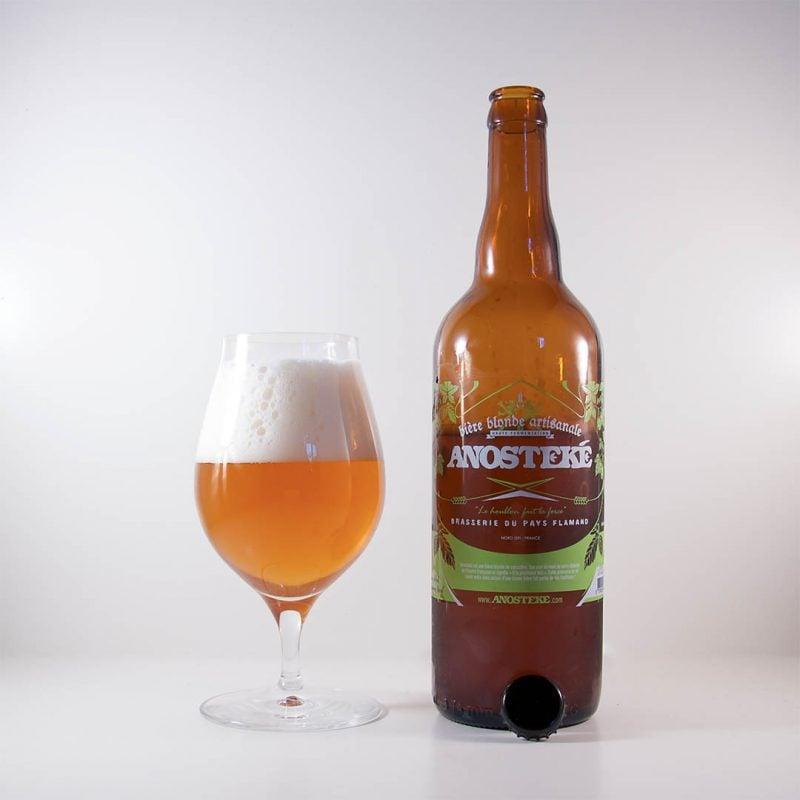 Anosteké Blonde från Brasserie Du Pays Flamand smakar typiskt Belgien.