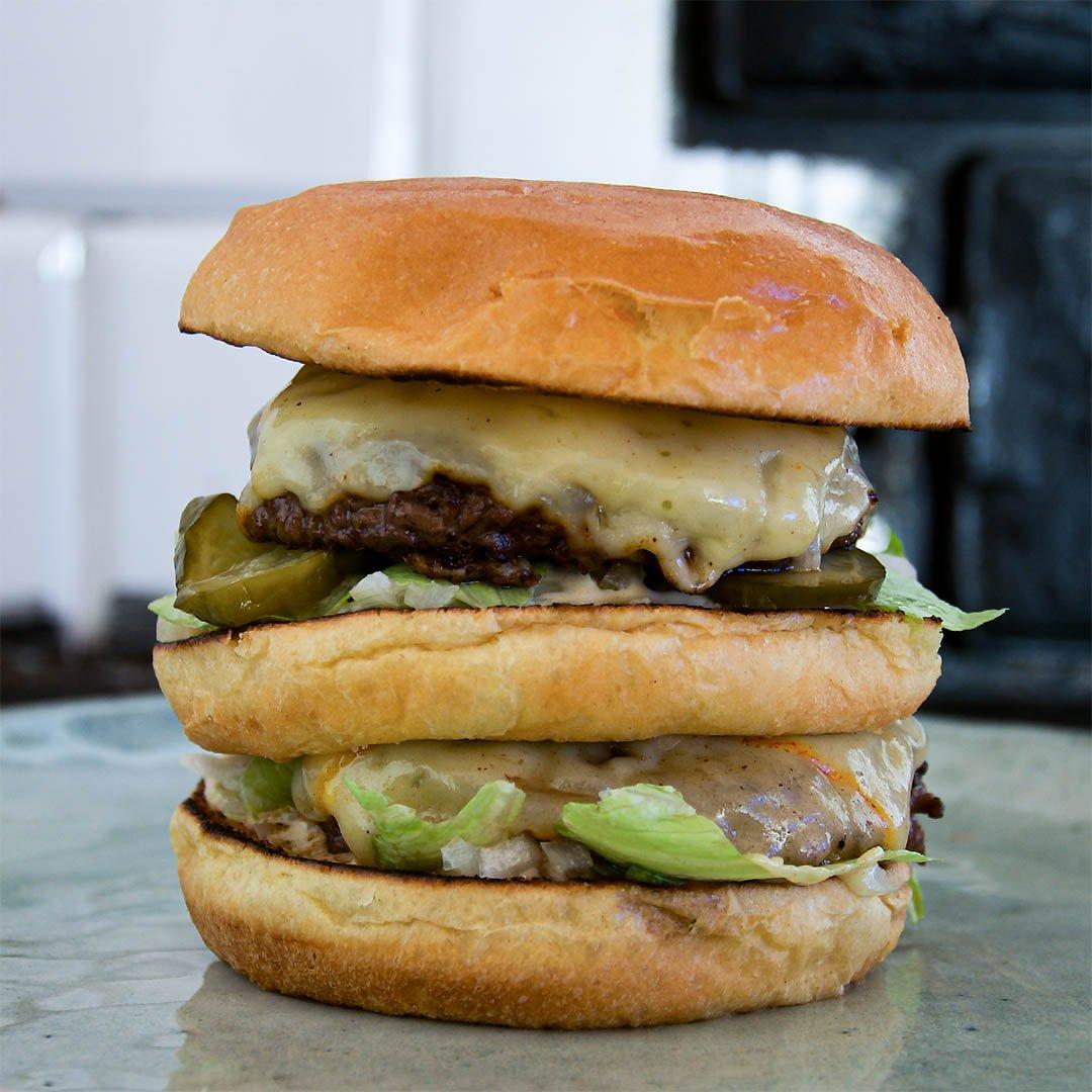 Big Mac - Så gör du din egna ikoniska hamburgare i ditt egna kök.