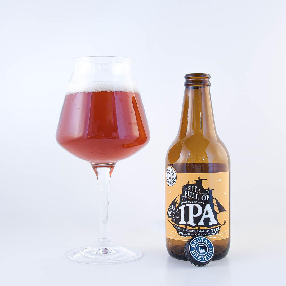 A Ship Full Of IPA från Brutal Brewing är besk och obalanserad.